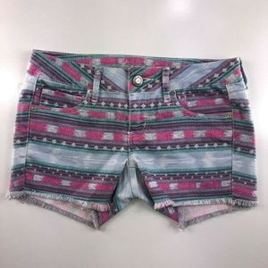American Eagle Raw Edge Hem Aztec Shorts CT19